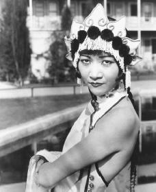 Anna May Wong. Reproduced by permission of the Corbis Corporation.